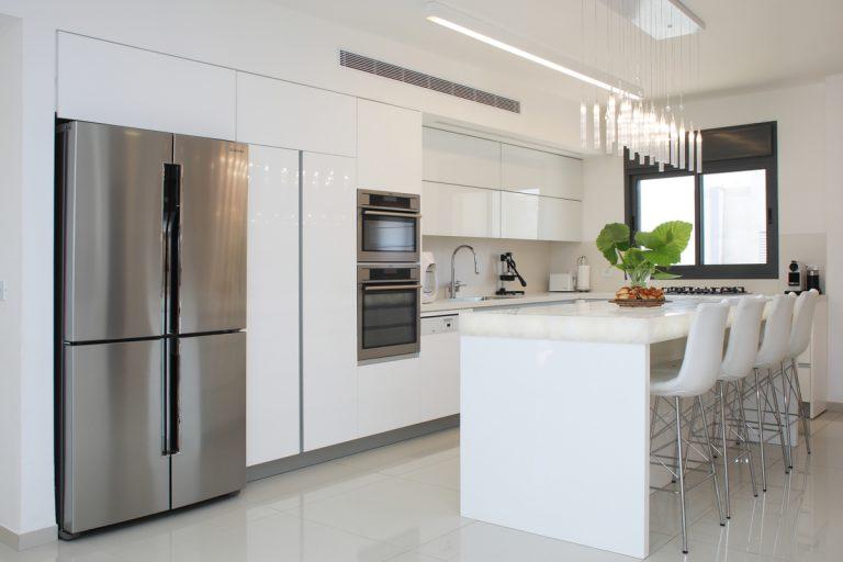 עיצוב מטבח יוקרה בדירת פנטהאוז בשרון - רחלי יעיש