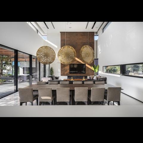 עיצוב בית מפואר בסגנון מודרני במרכז